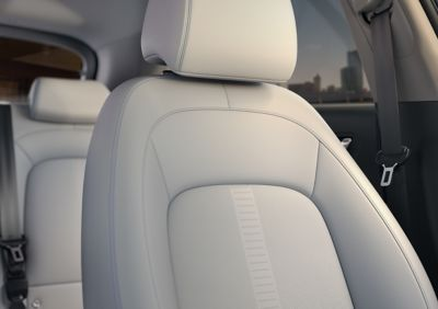 The seats of the Hyundai Kona Electric in the grey two-tone interior colour.
